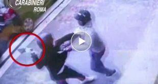 – Video – Ragazzo africano sventa rapina e difende cassiere della Carrefour