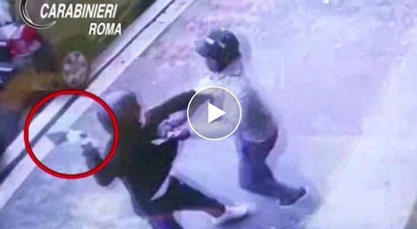 video rapina carrefour roma