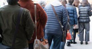 Supermercato la licenzia per la gravidanza: commessa sopravvive grazie alla Caritas