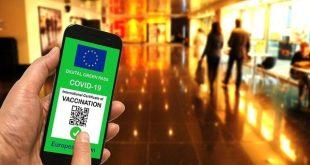 Covid, crescono i contagi nei centri commerciali: ora Green pass anche per i clienti